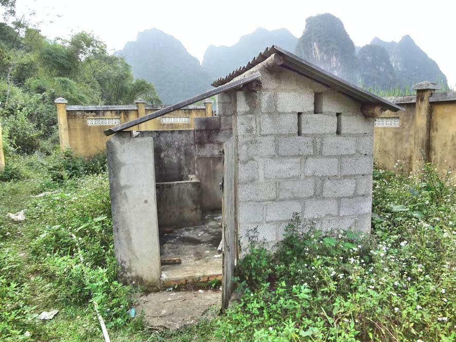 Avant bâtiment Cach Linh
